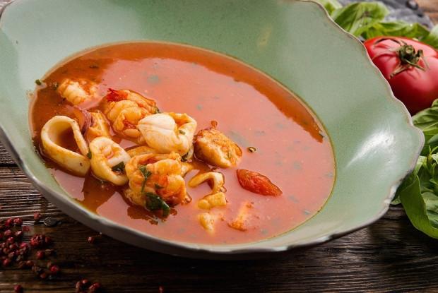 Томатный суп на белом вине с морепродуктами