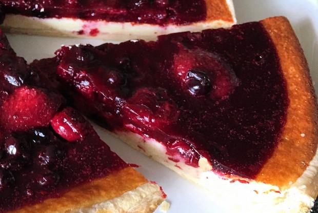 Пирог с ягодами и сырным кремом