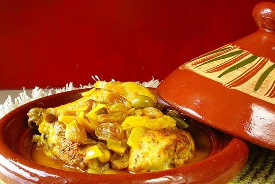 Тажин из курицы с лимоном, имбирем и корицей