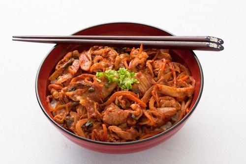 Говядина с луком-пореем в ароматном соусе по-монгольски
