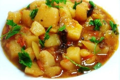 тушить картошку с тушенкой рецепт
