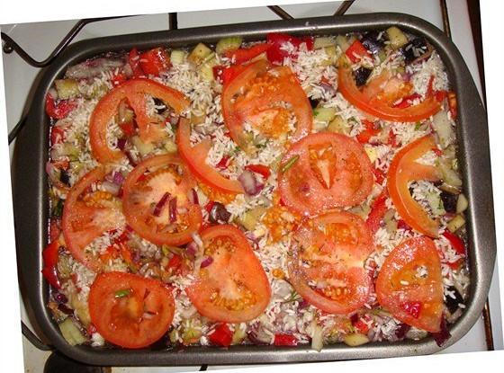 Мясное рагу с перцем, помидорами и баклажанами