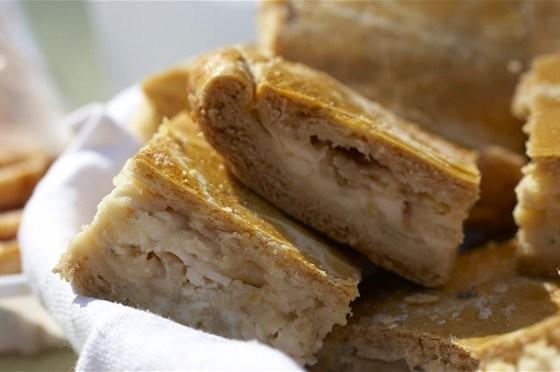 Луковый пирог на слоеном тесте