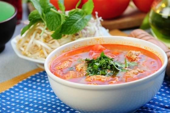 Томатный суп с фрикадельками и вермишелью