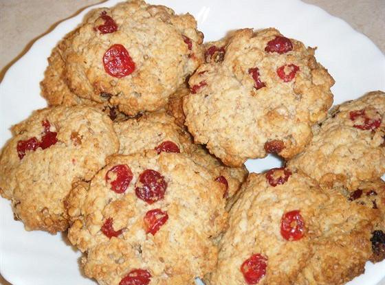 Овсяное печенье с клюквой и грецкими орехами