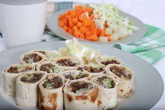 Тортильи с мягким сыром, говядиной и сельдереем