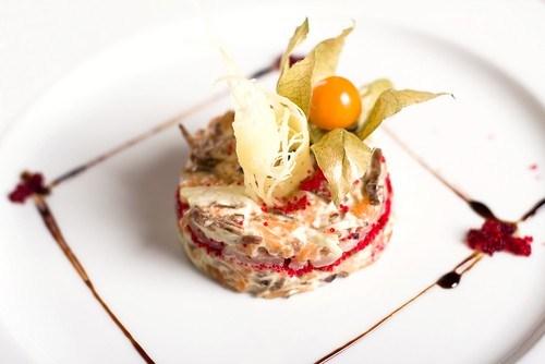 Мясной салат с сардинами