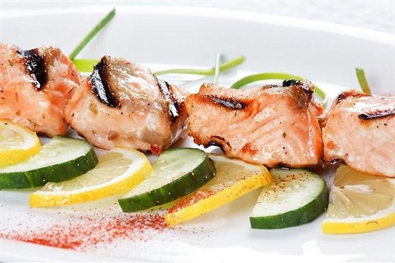 Шашлыки из лосося в укропно-горчичной глазури