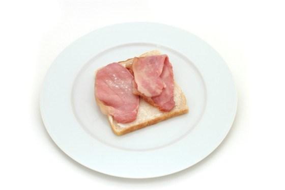 Бутерброды с копченой корейкой под хреном