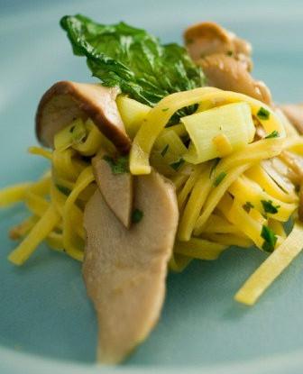 Тальятелле с грибами, лимонной цедрой, пармезаном и аргановым маслом