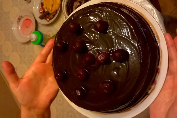 Торт «Пьяная вишня» в глазури