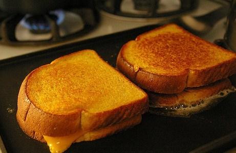Сырные тосты на сковородке