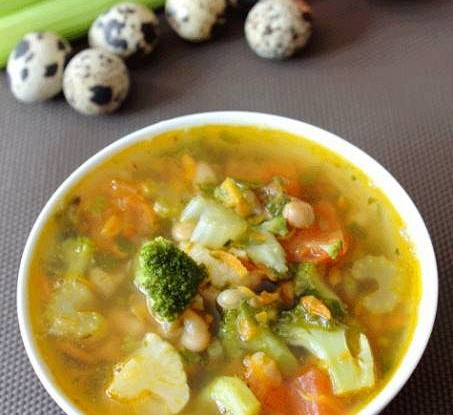 Овощной суп с фасолью на курином бульоне