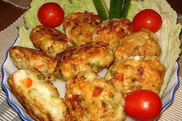Котлеты из куриного мяса с овощами и сыром