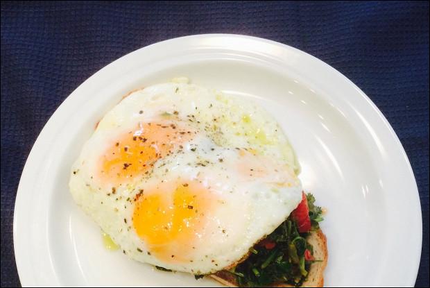 Утренняя яичница с черемшой