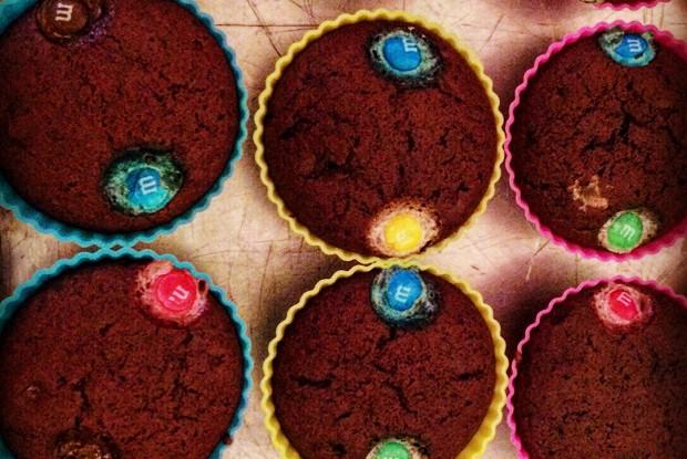 Яркие шоколадные маффины
