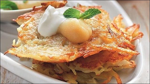 Картофельные оладьи латкес с яблочным соусом