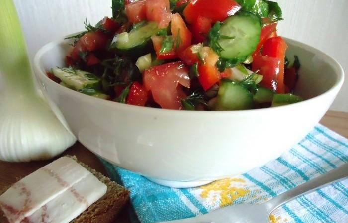 Вкусный легкий овощной салат фото