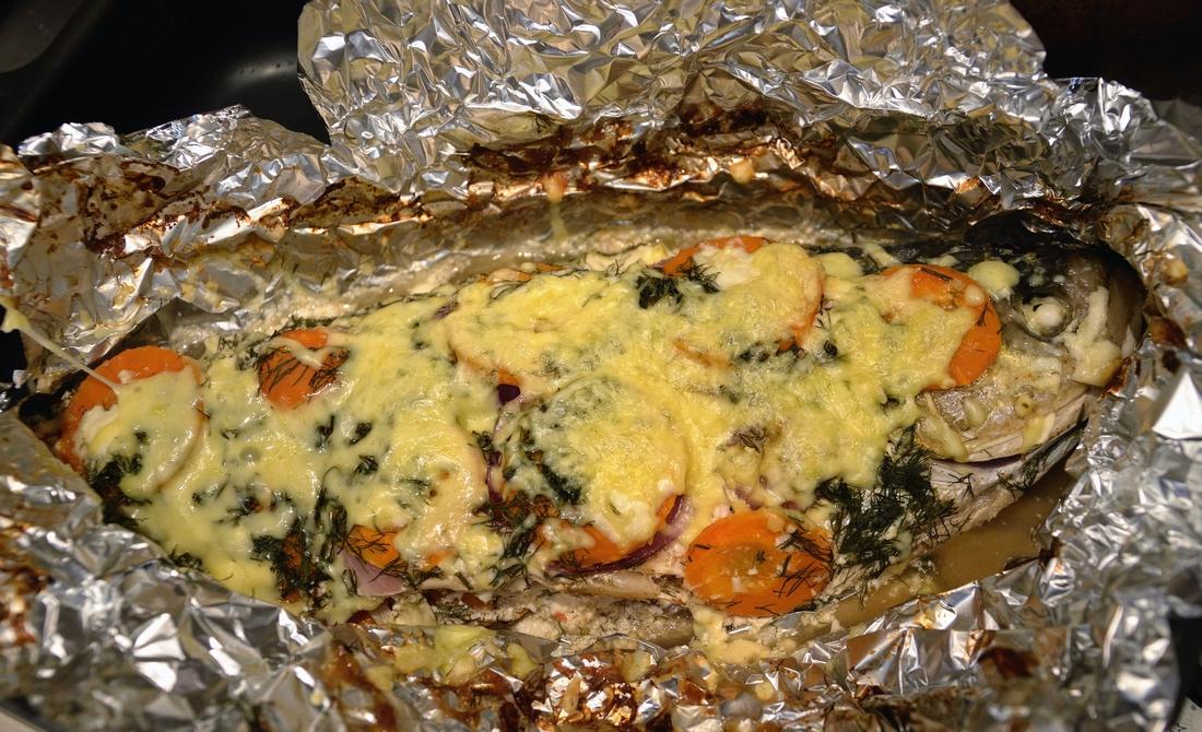 толстолобик запеченный в духовке рецепт с фото